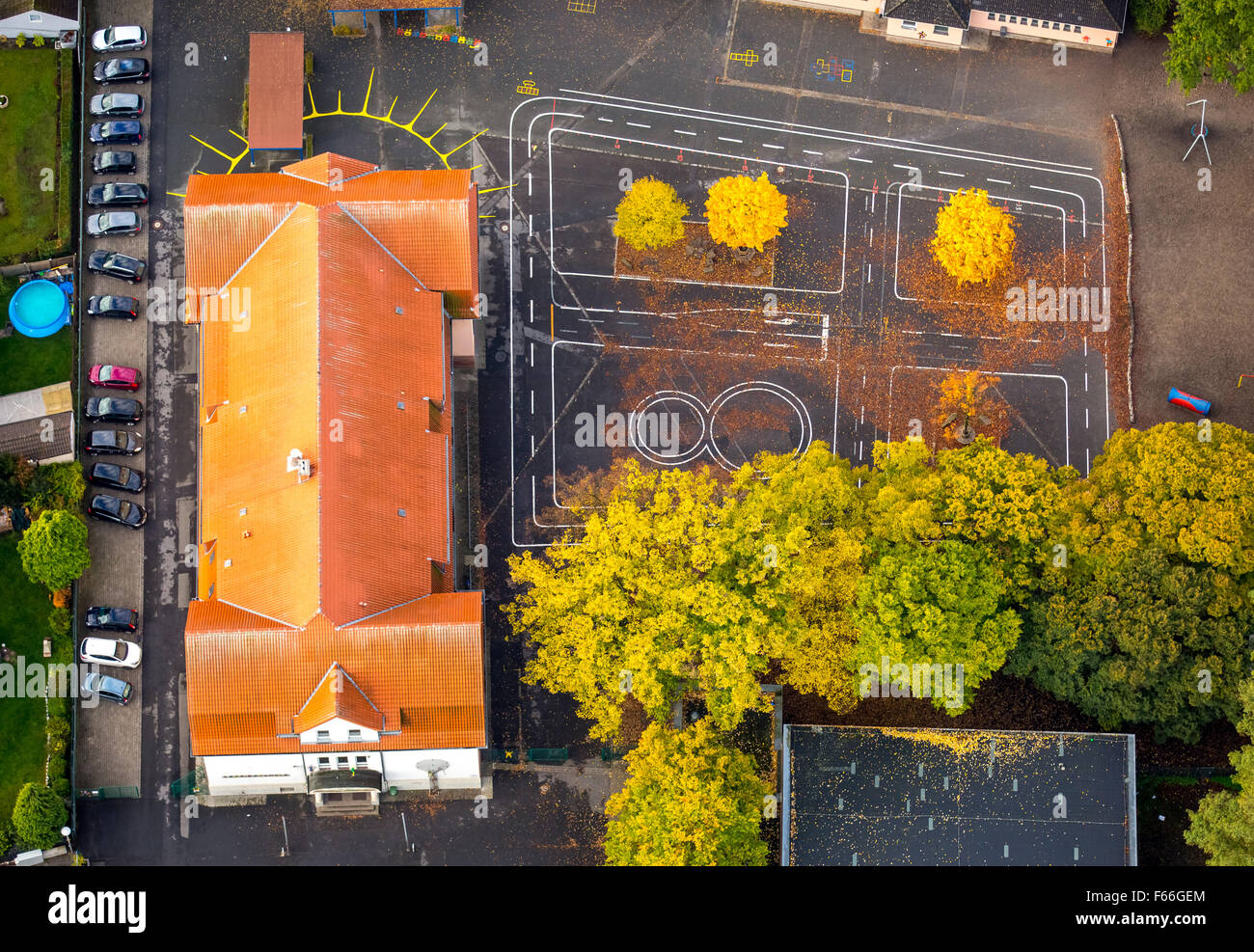 Lessingschule, Lessing School, Schoolyard, School, luminous trees, autumn leaves, Herringen - Stock Image