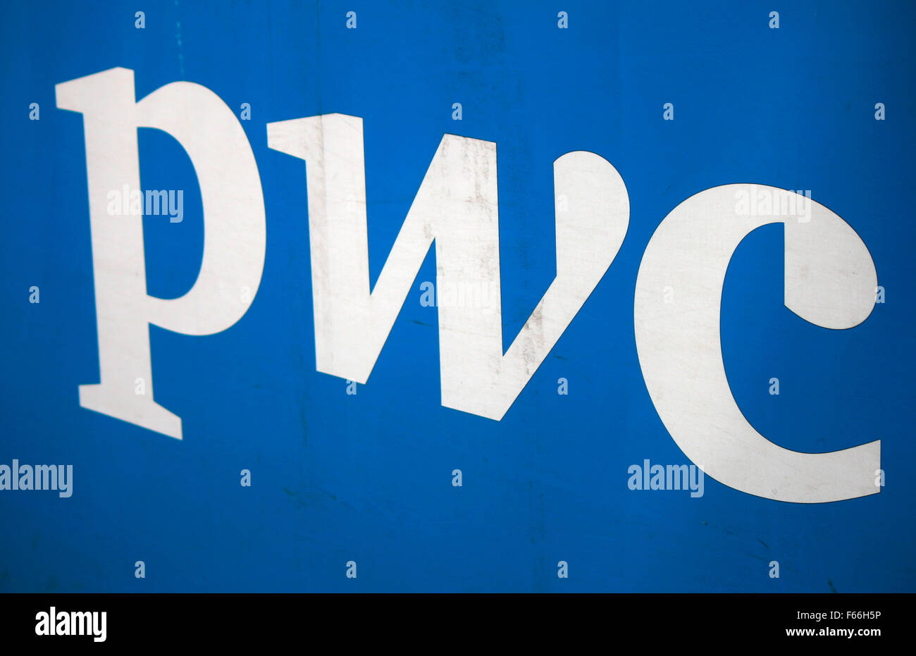 Markennamen: 'pwc', Berlin. - Stock Image