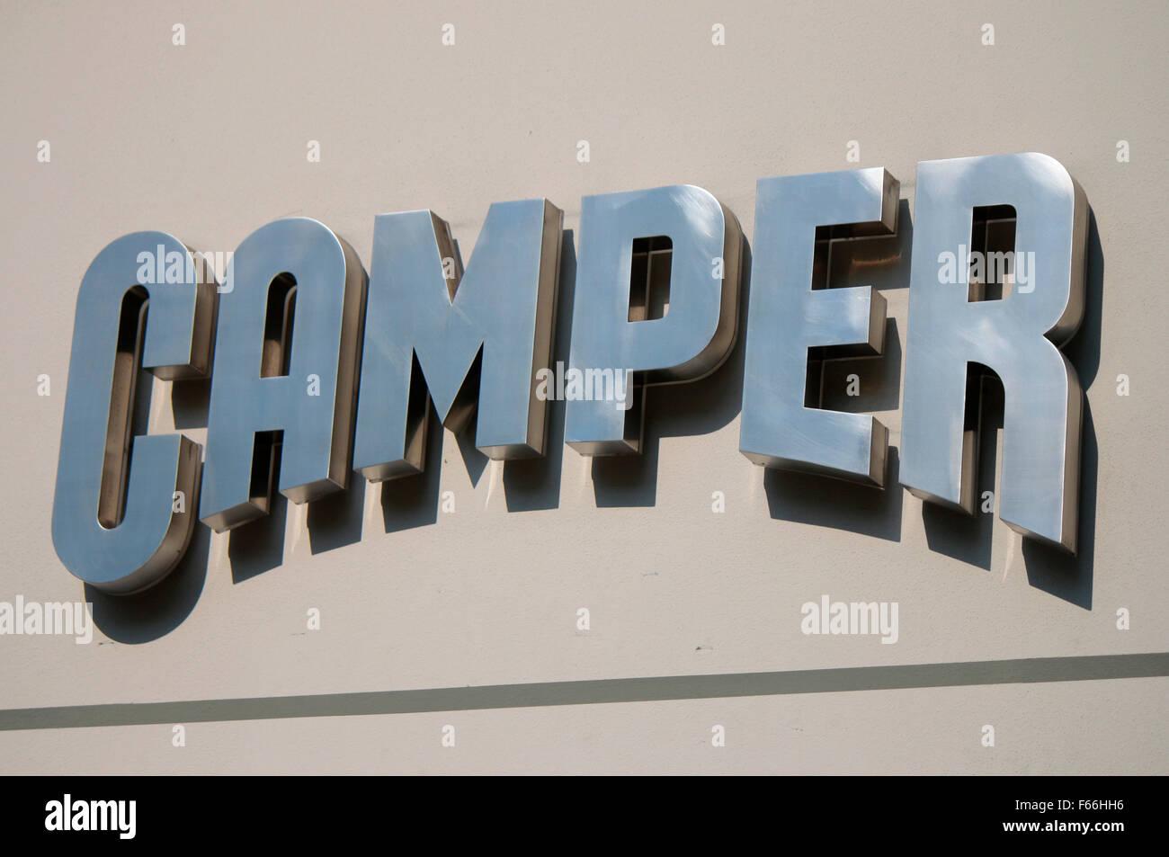 Markennamen: 'Camper', Berlin. - Stock Image