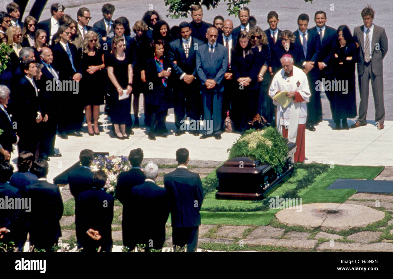 Arlington Va  5-23-1994 John F  Kennedy Jr  his sister