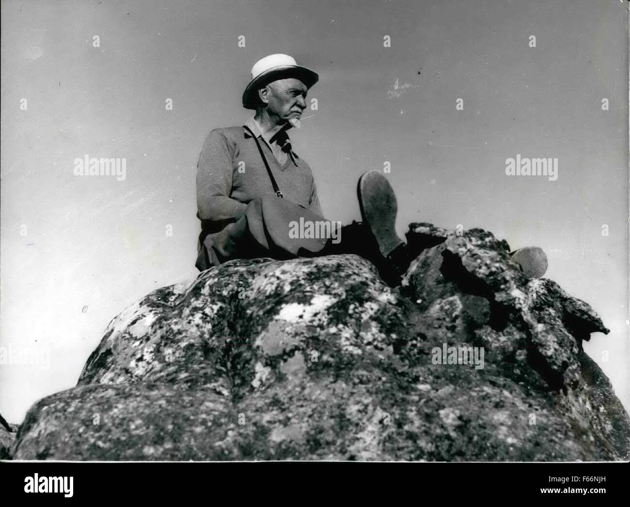 1948 - General Smuts on the Table Mountain. Awaiting the King and Queen During Royal Tour. Typical study of the - Stock Image