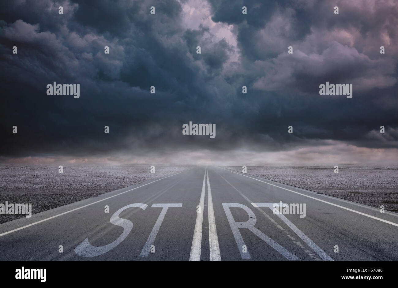 Start text on the road - Stock Image