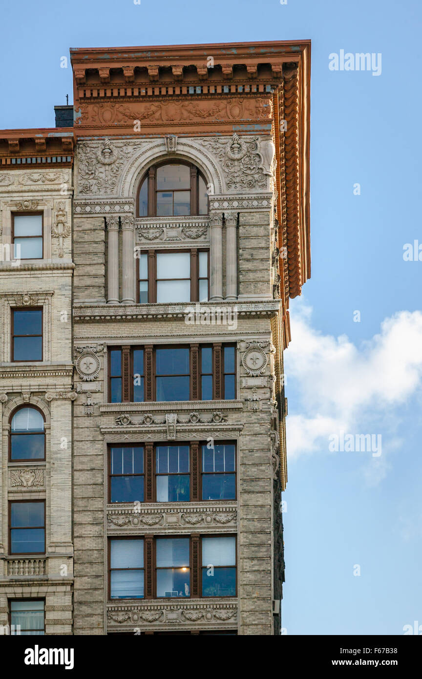 Architectural details (facade ornaments, cornice and entablature) on Soho building, Manhattan, New York City - Stock Image