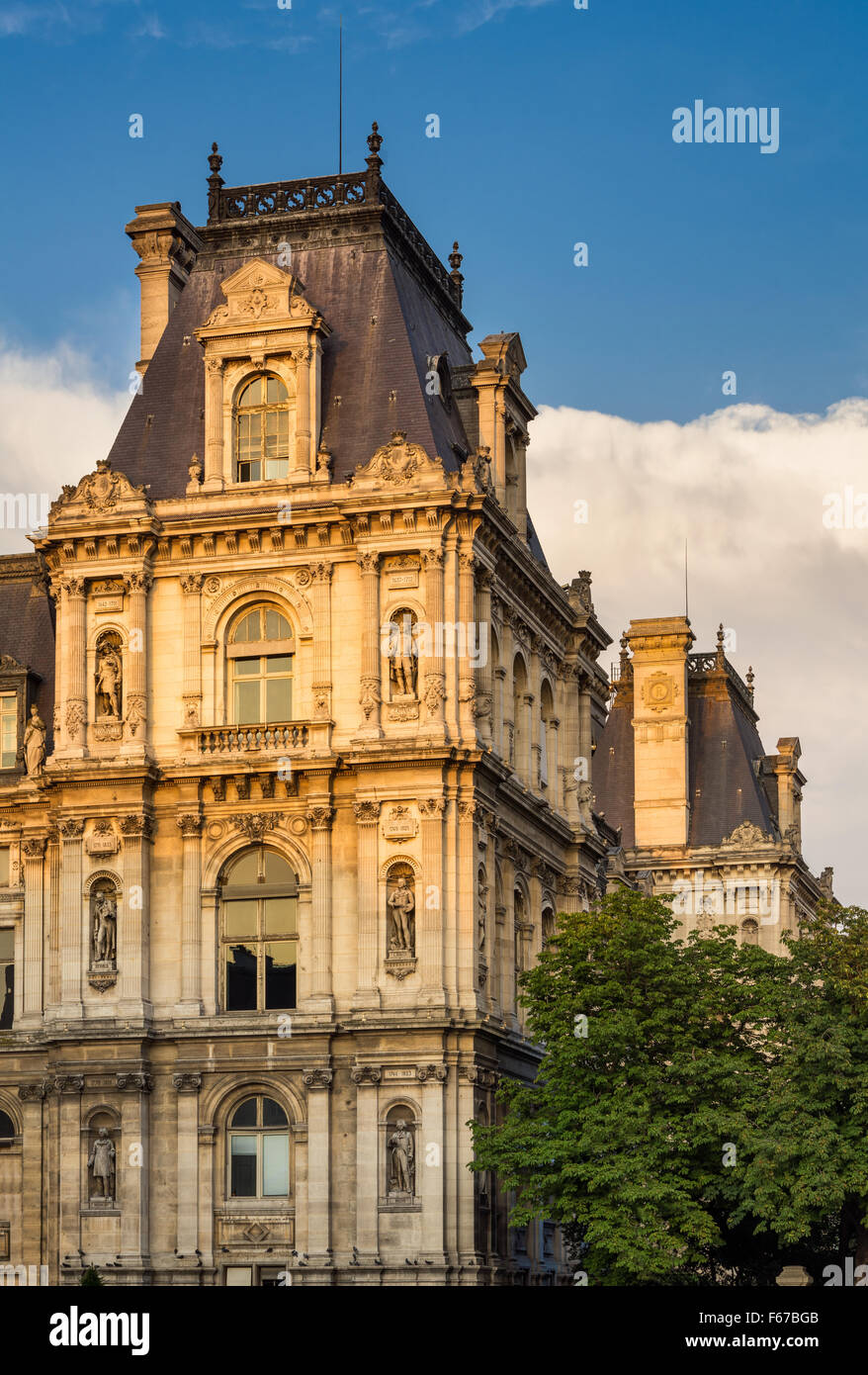 Detail of Renaissance Revival Paris City Hall facade before sunset. Statues recognize historically important Parisians. - Stock Image