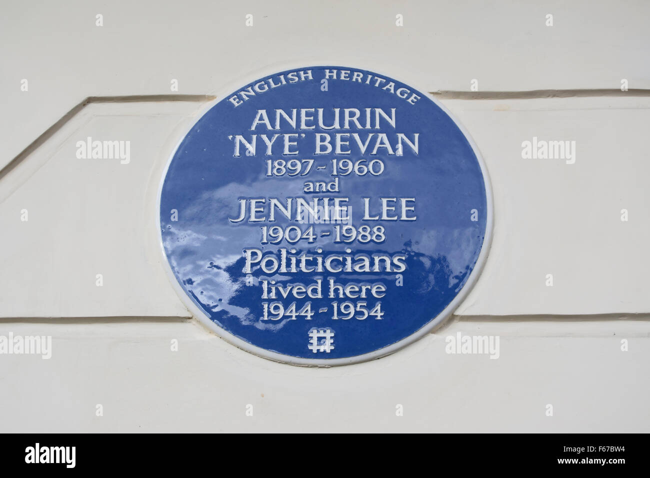 english heritage blue plaque marking a  home of politicians aneurin 'nye' bevan and jennie lee, in belgravia, london, Stock Photo
