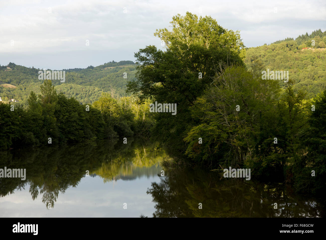 The Dordogyne river at Graces, early morning light Stock Photo