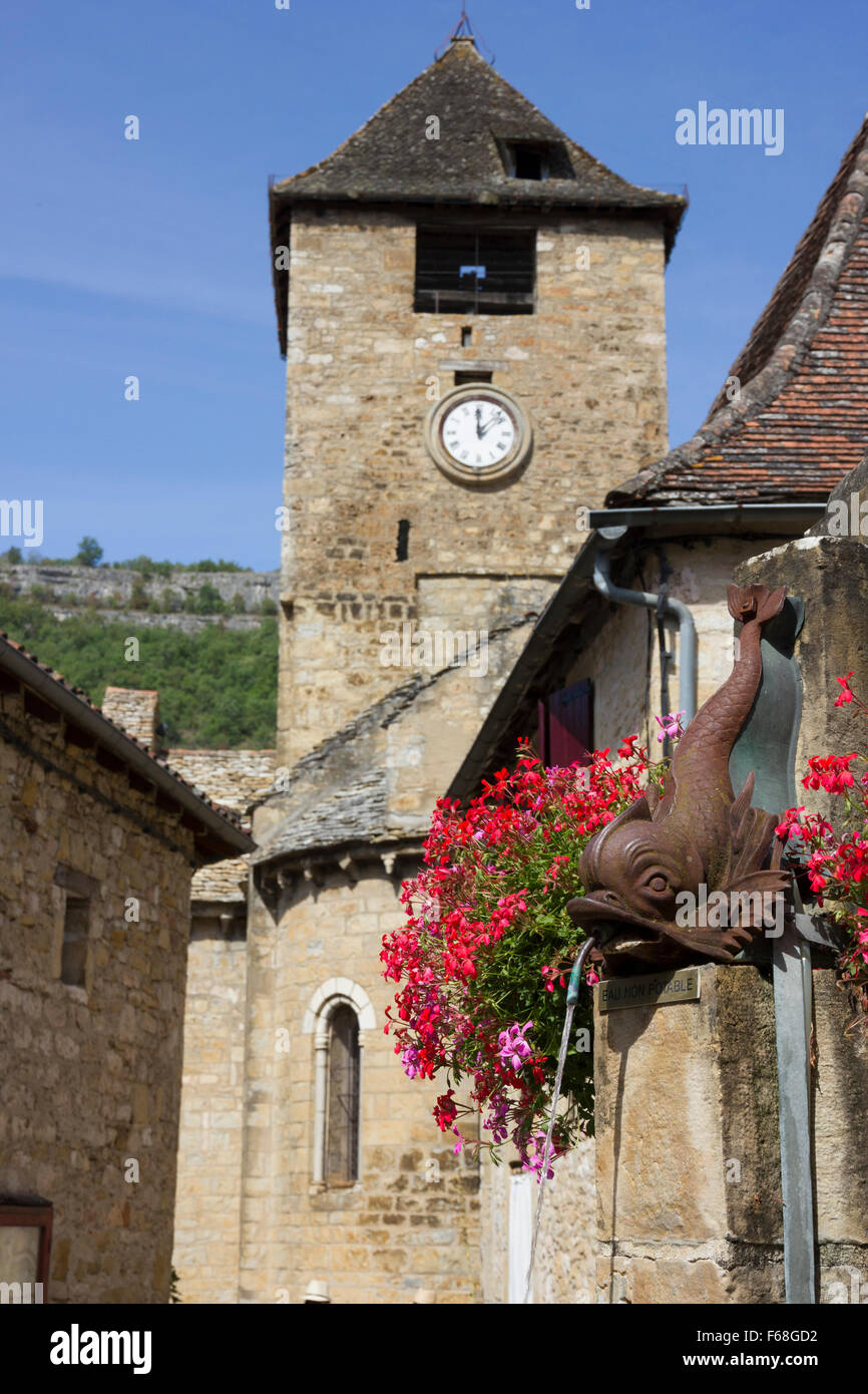 Autoire, Dordogne, church and water fountain Stock Photo