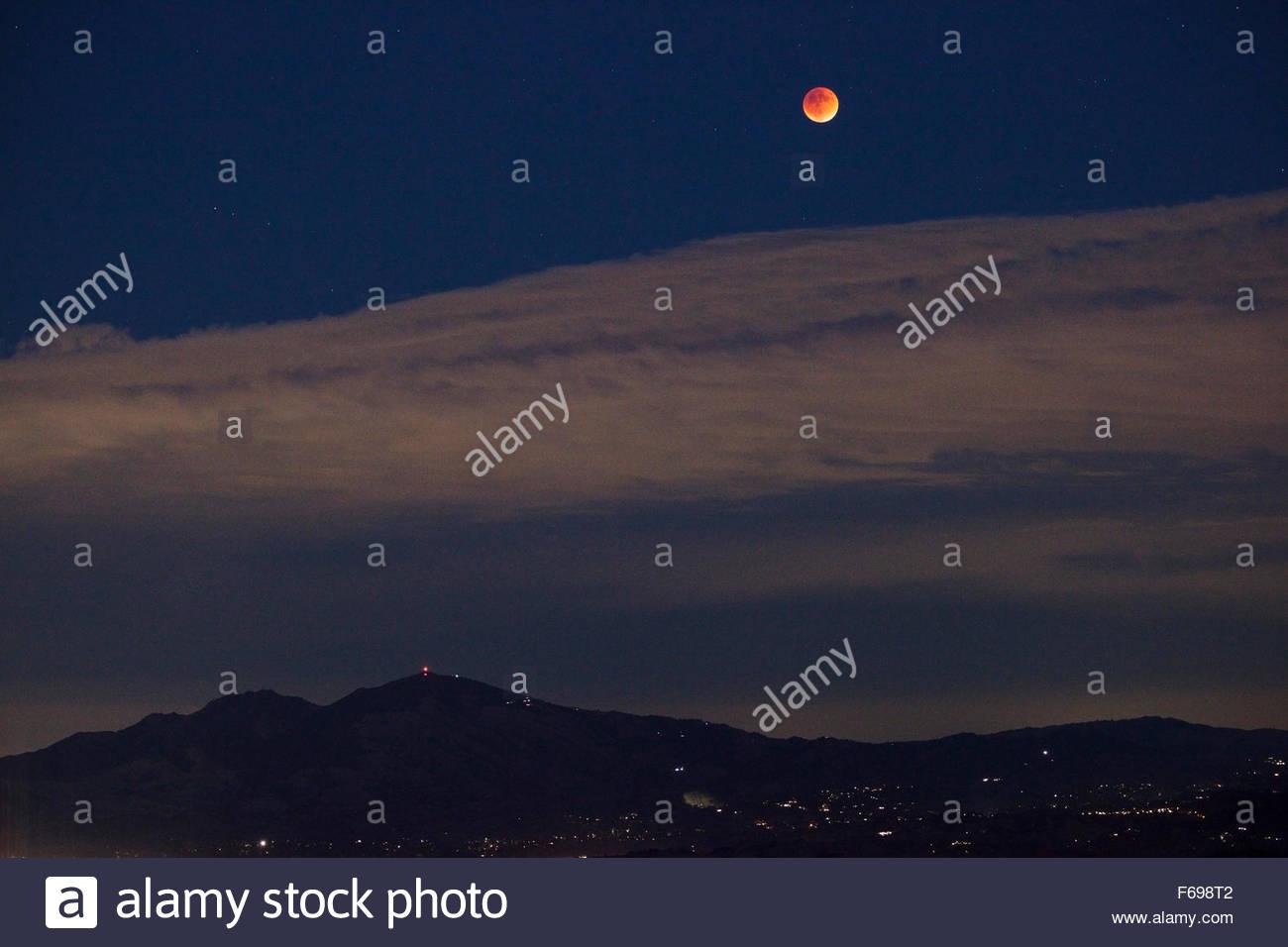 Super Blood Moon Over Mount Diablo from Tilden Regional Park, Berkeley, California - Stock Image