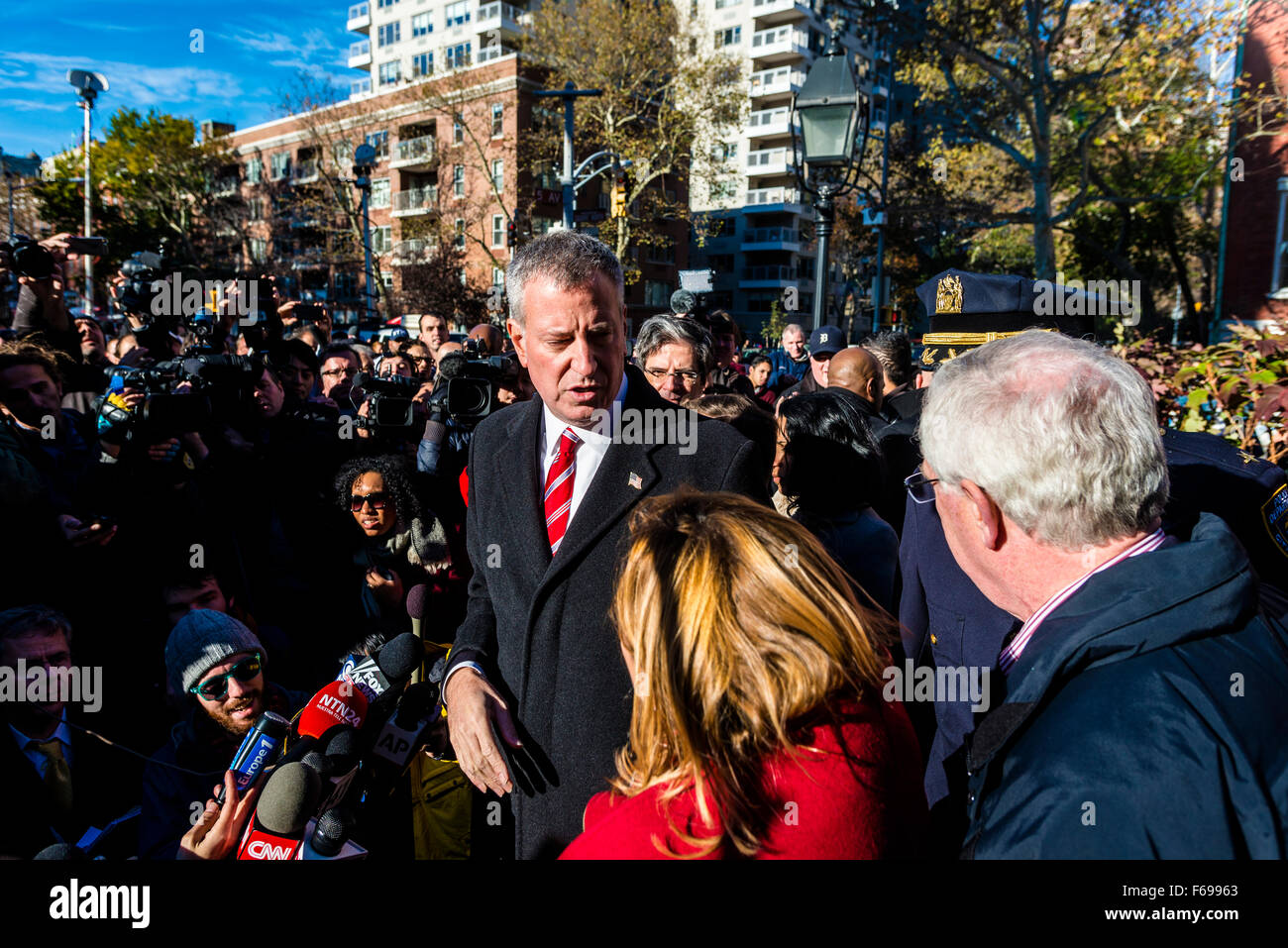 New York, NY - 14 November 2015 NYC  the Mayor Bill de Blasio speaks with the press after attending a vigil in Washington - Stock Image