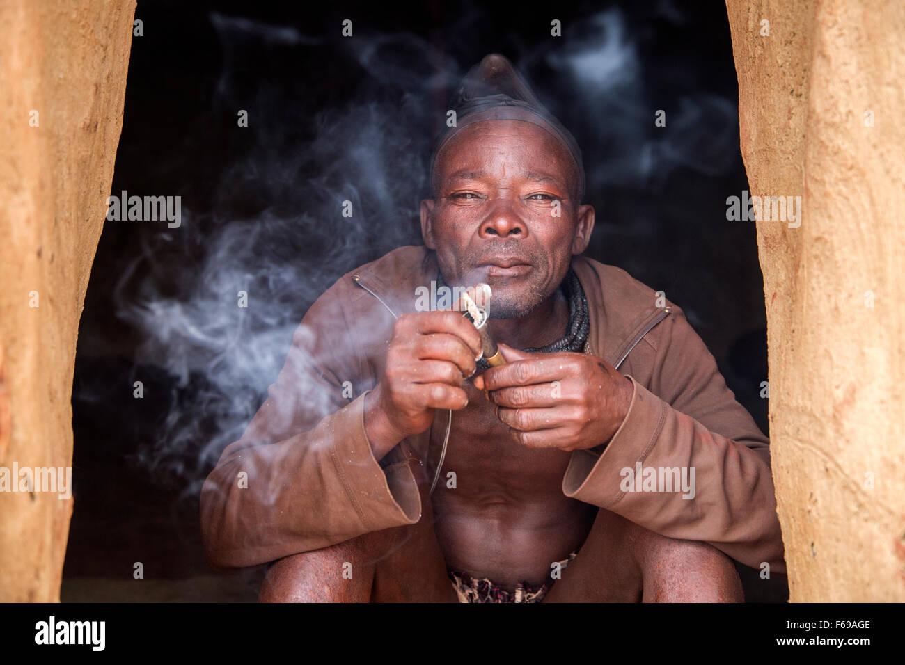 Himba man smoking pipe, Kaokoveld Namibia - Stock Image