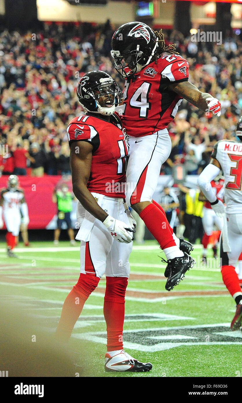 November 1, 2015: #Devonta Freeman and #11 Julio Jones of the Atlanta Falcons in action during NFL game between Stock Photo