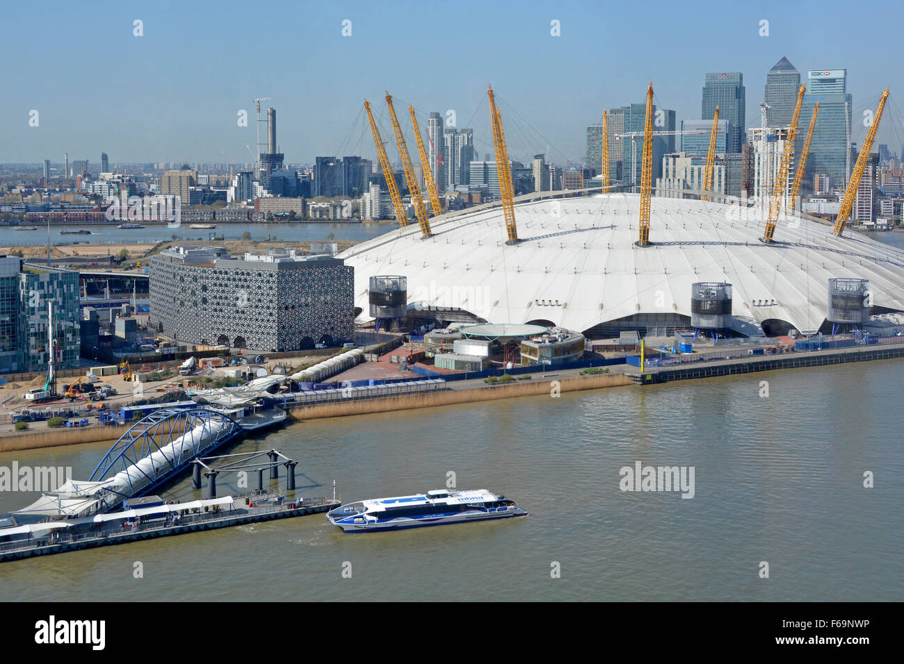 Looking down view from above River Thames loops behind O2 dome on Greenwich Peninsula Thames clipper & Canary Wharf Stock Photo