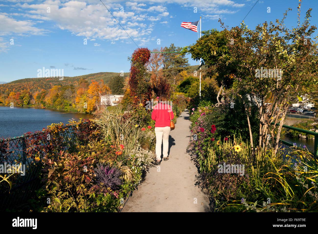 A tourist crossing the Bridge of Flowers, Shelburne Falls, Massachusetts MA New England USA - Stock Image