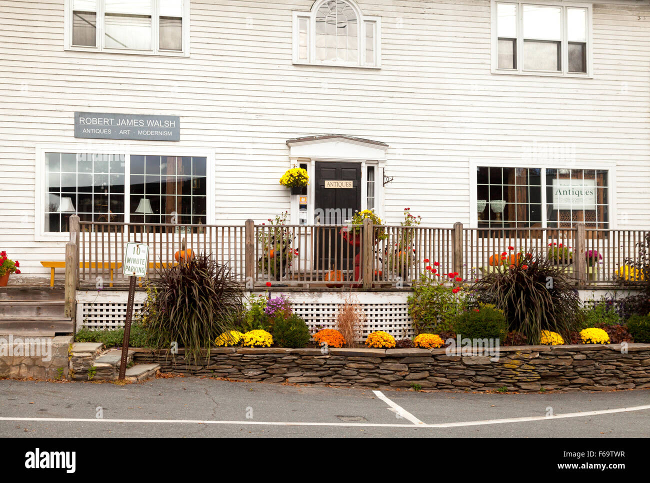 The exterior, Robert James Walsh Antiques store, Quechee, Woodstock, Vermont USA - Stock Image