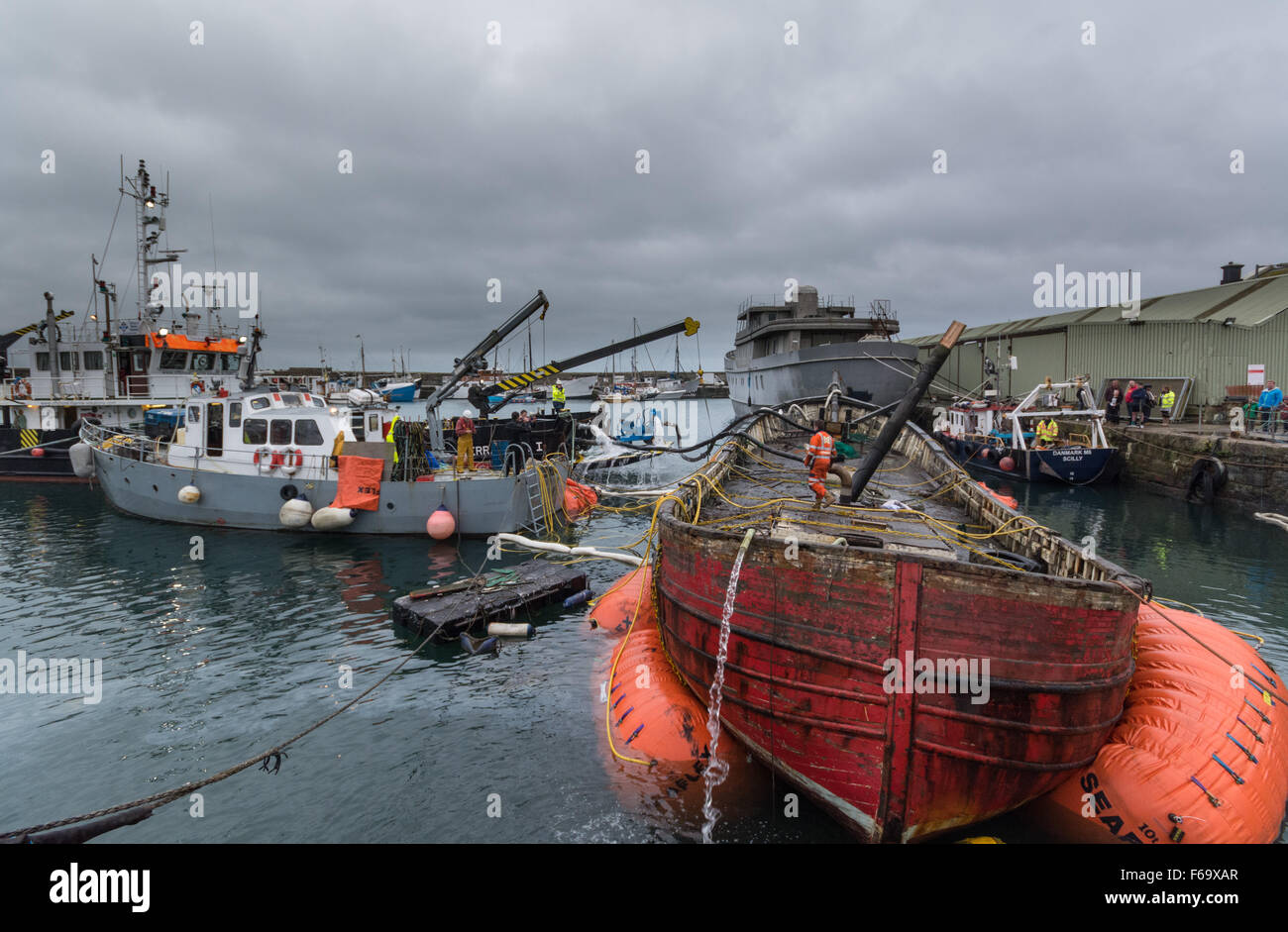 Penzance, Cornwall, UK. 15th November 2015. The Jolly Roger a Norwegian built ex fishing boat made of oak, being - Stock Image