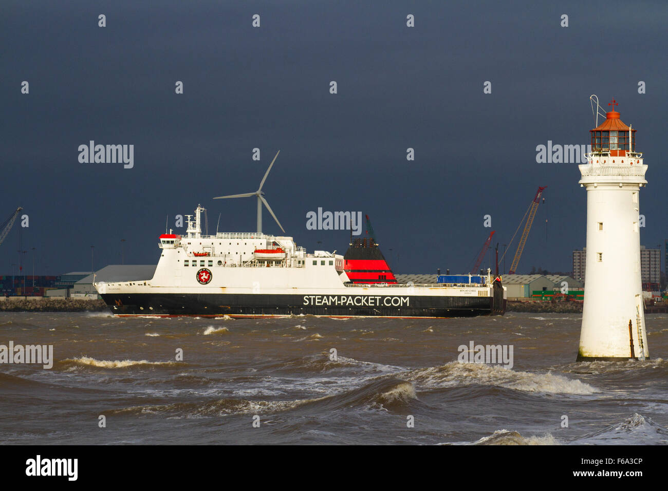 New Brighton, Wallasey, Liverpool, UK 15th November, 2015.   UK Weather. Strong overnight winds have battered the - Stock Image