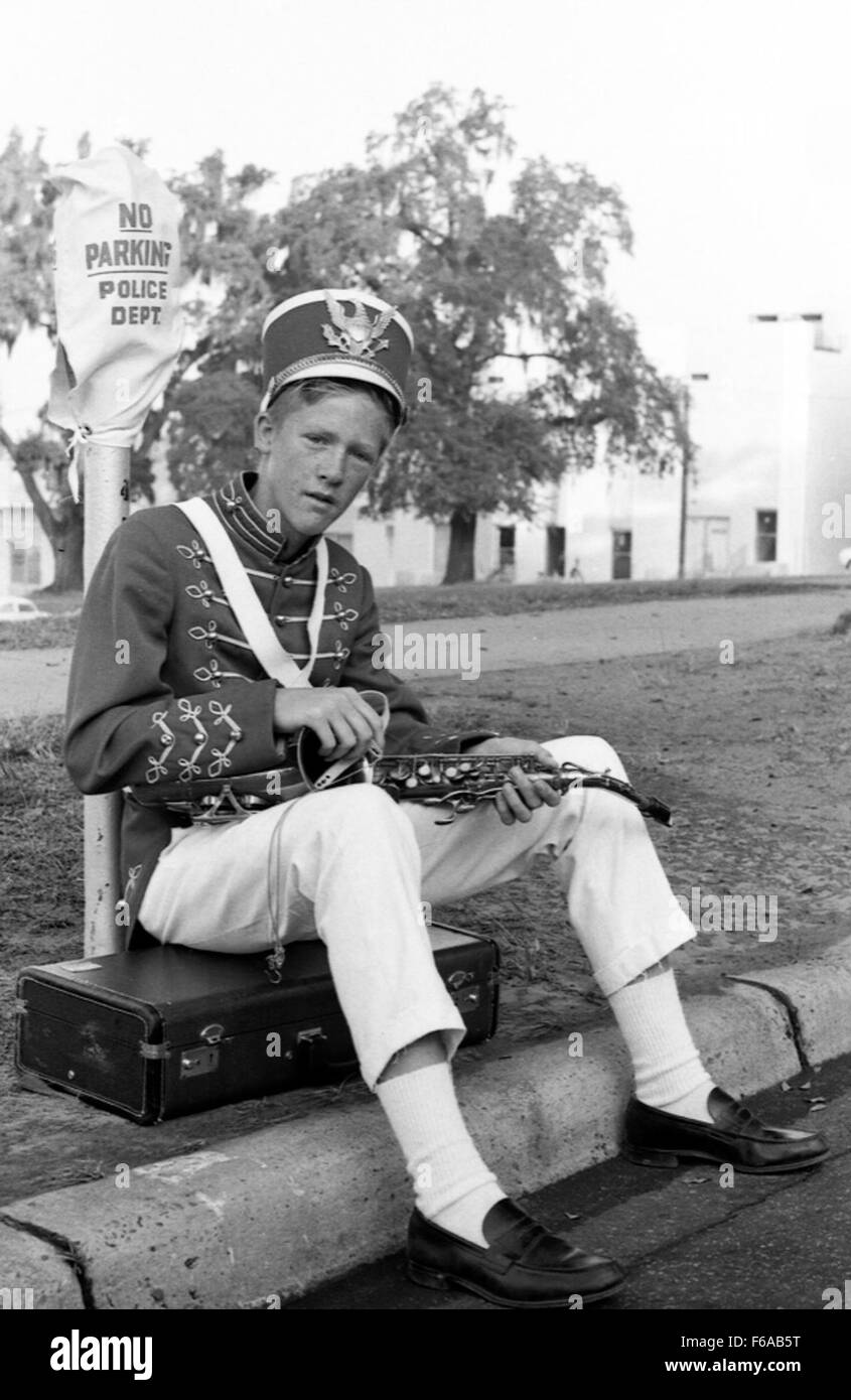 Band member preparing for the Veterans Day parade - Tallahassee - Stock Image