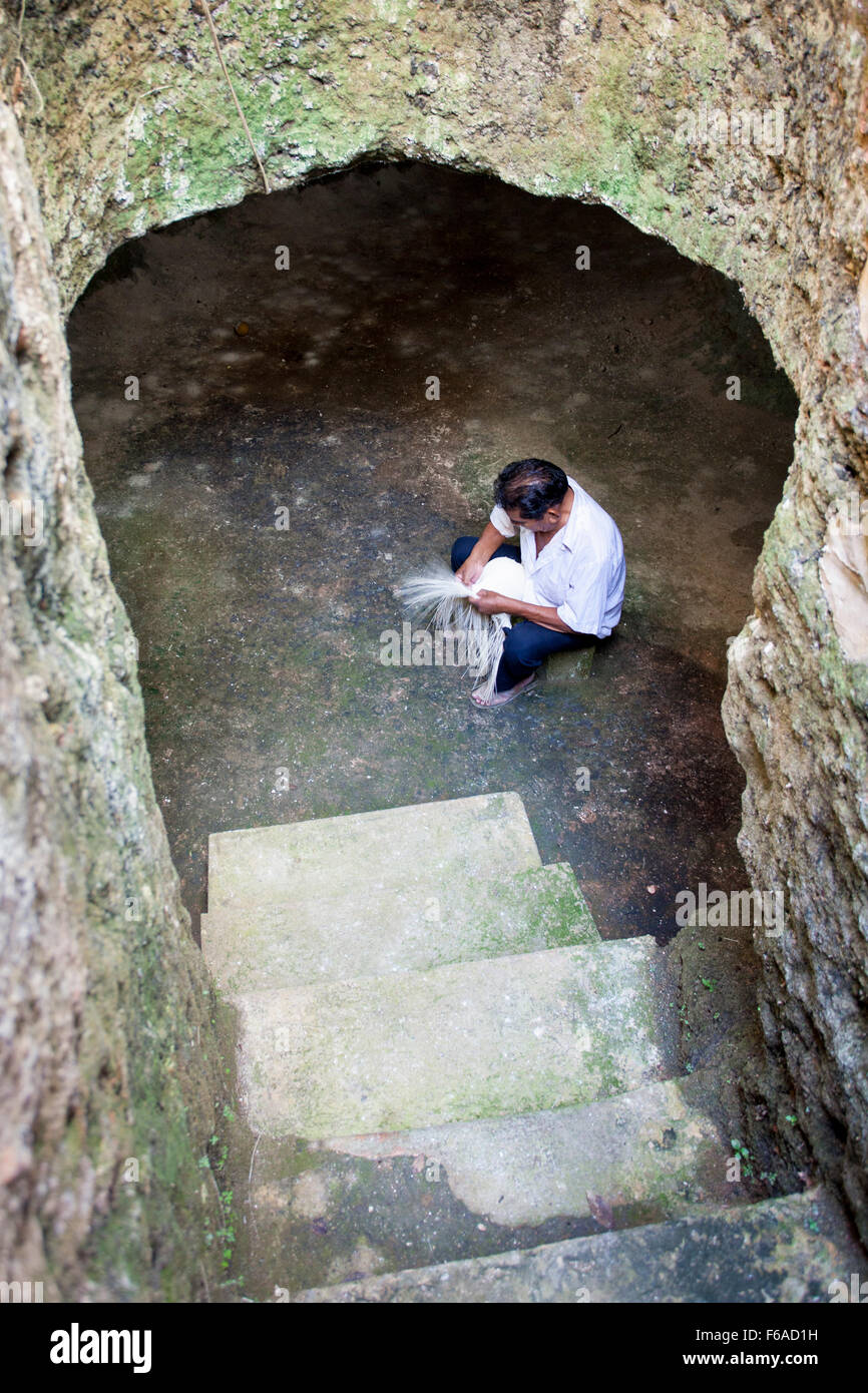An artisan weaver begins work on a panama hat in a cave in Becal, Campeche, Mexico. - Stock Image