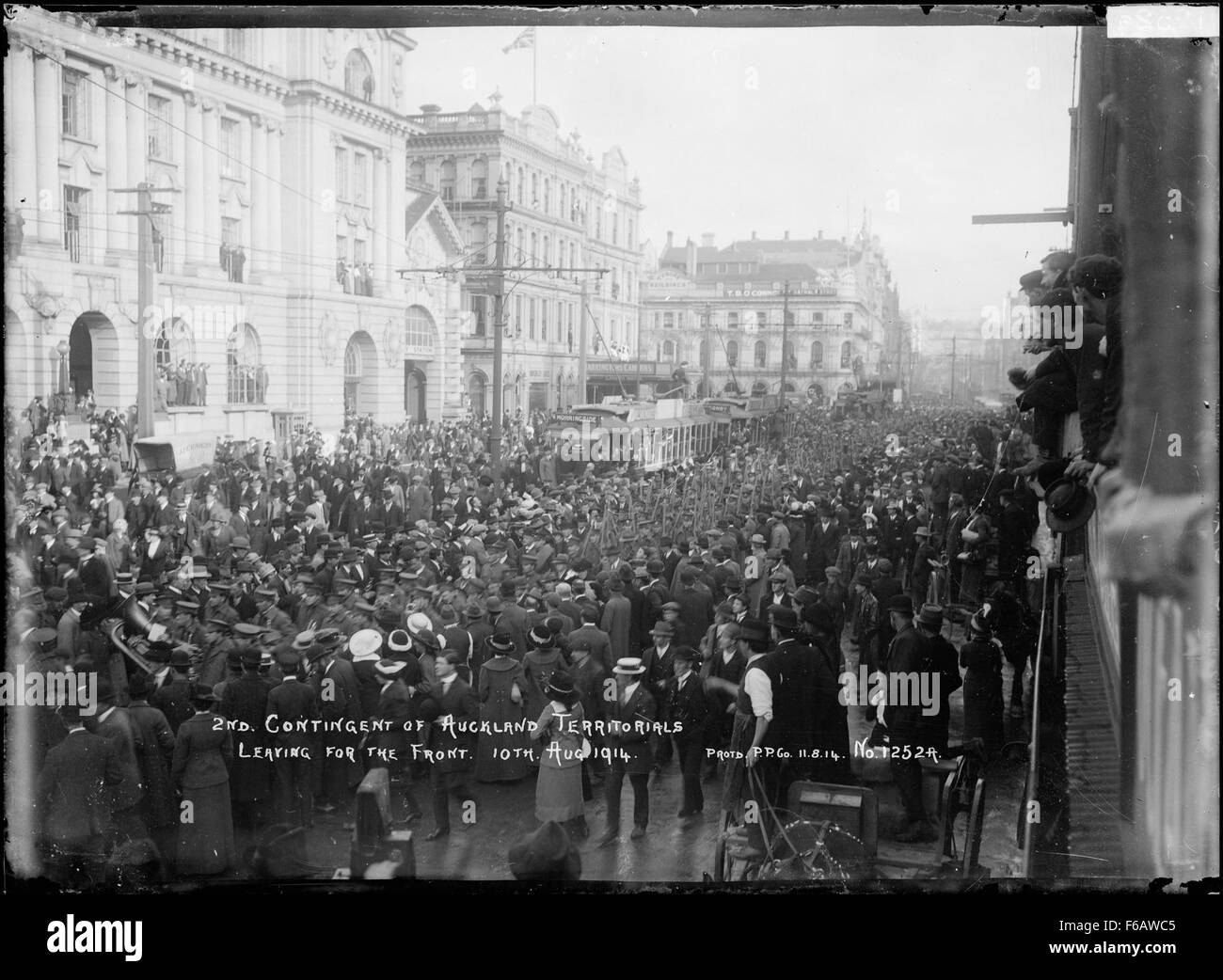 2nd Contingent of Auckland Territorials leaving for the Front - Stock Image