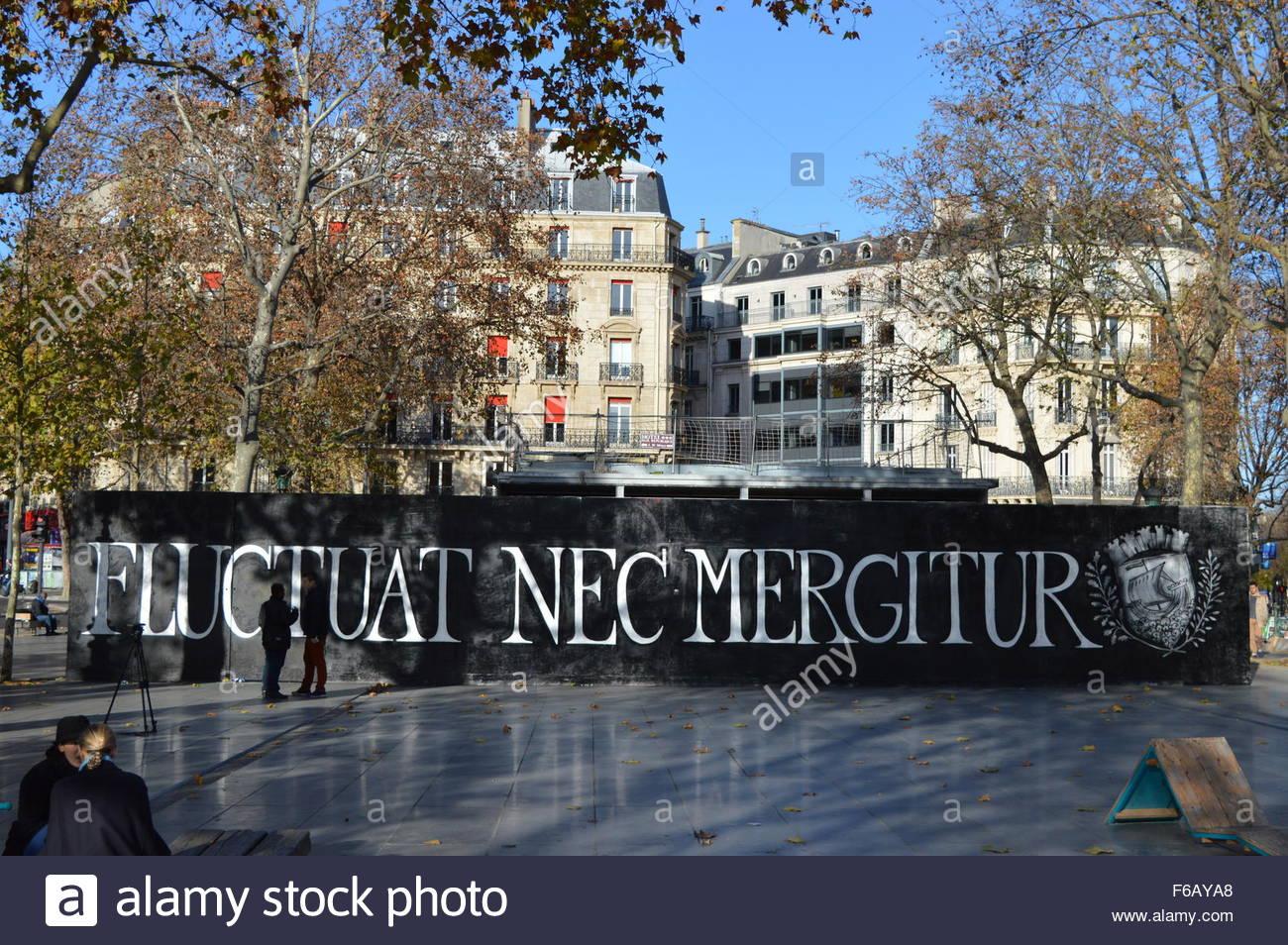 Paris, France. November 15th, 2015. FRANCE, Paris: \'Fluctuat nec ...