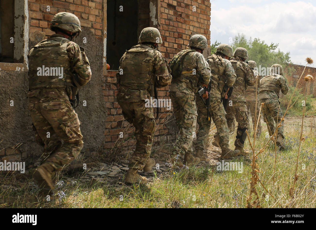 A Georgian Soldiers line up to begin clearing a building during a multinational raid July 21, 2015, at Vaziani Training - Stock Image