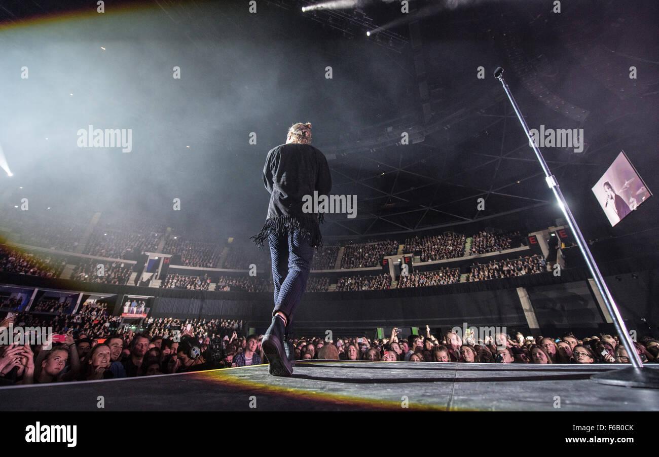 Glasgow, Scotland, UK. 15th November, 2015. Imagine Dragons bring their Smoke & Mirrors tour to Glasgow SSE - Stock Image