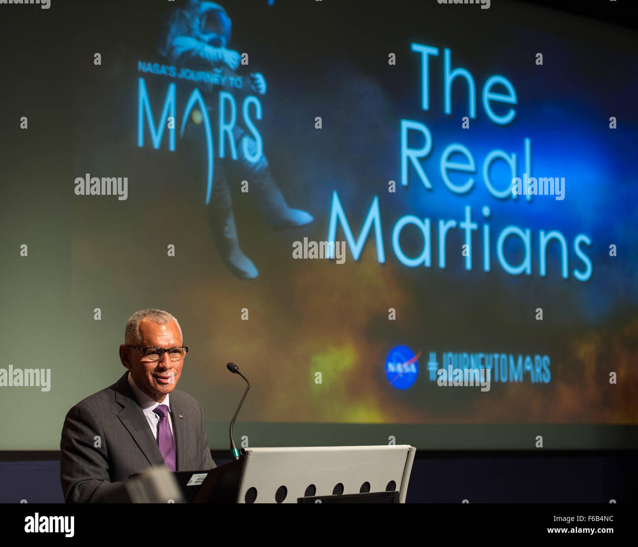 NASA Administrator Charles Bolden acknowledges NASA's 'Real Martians' - NASA staff that contribute to - Stock Image