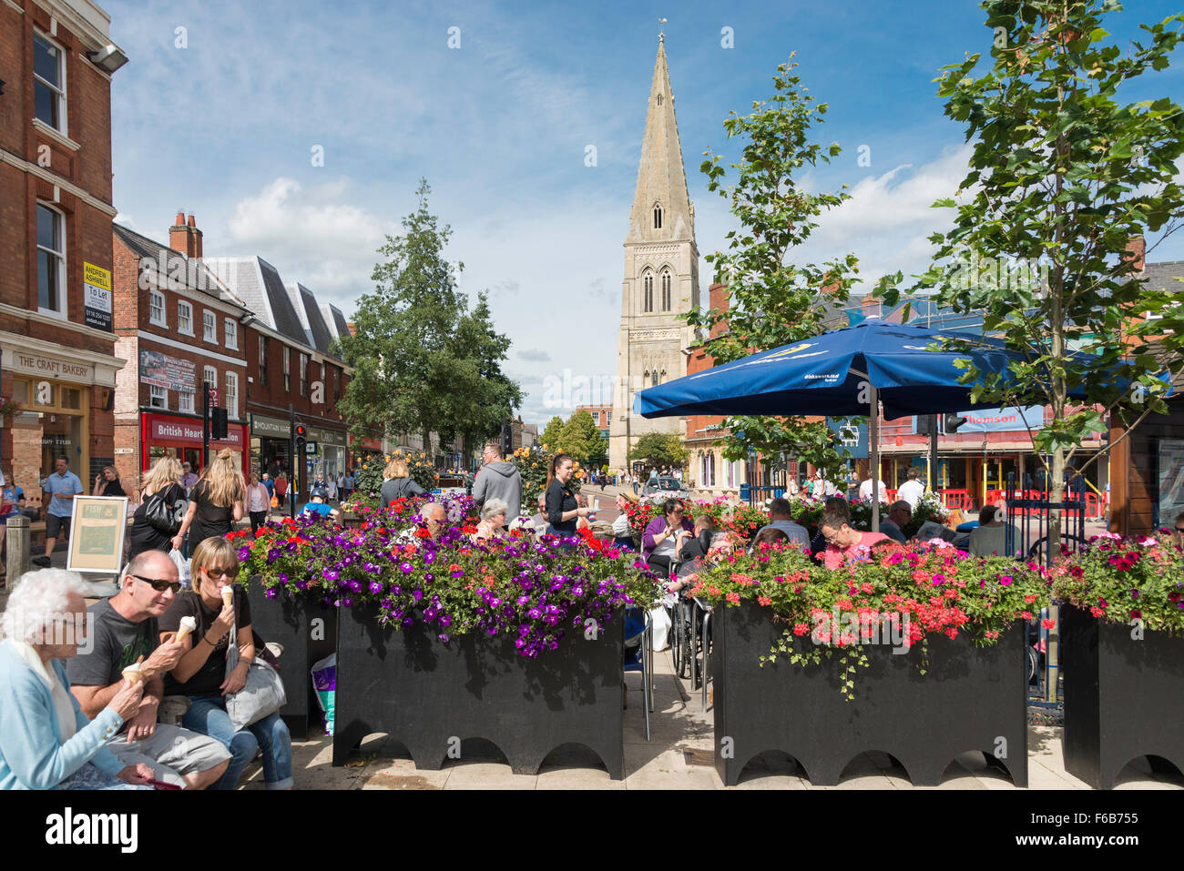 Outdoor restaurant in The Square, Market Harborough, Leicestershire, England, United Kingdom - Stock Image