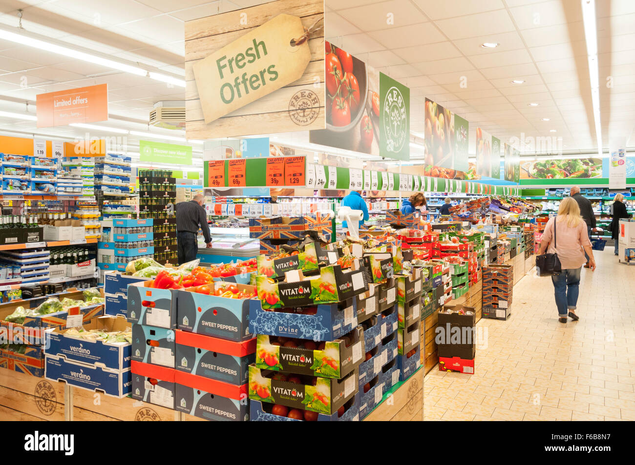 Interior of Lidl Supermarket, High Street, Crowthorne, Berkshire, England, United Kingdom - Stock Image