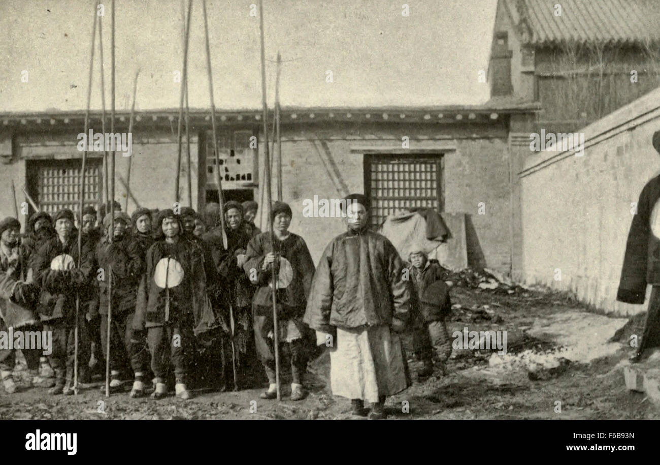 Chinese Soldiers Old Style - Bamboo pikes versus modern rifles - Chinese-Japanese War, 1894 - Stock Image