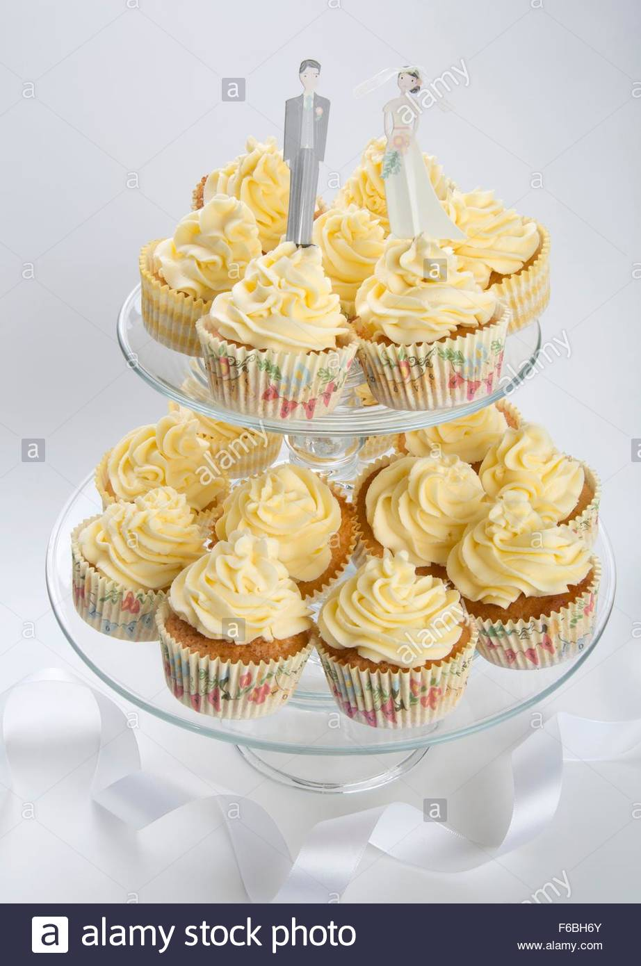 Tiered Cake Stand Stock Photos & Tiered Cake Stand Stock Images ...