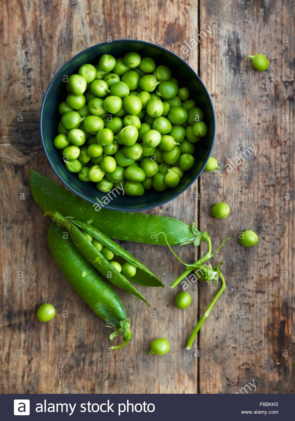 Pea Pods Peas In Bowl   Stock Image