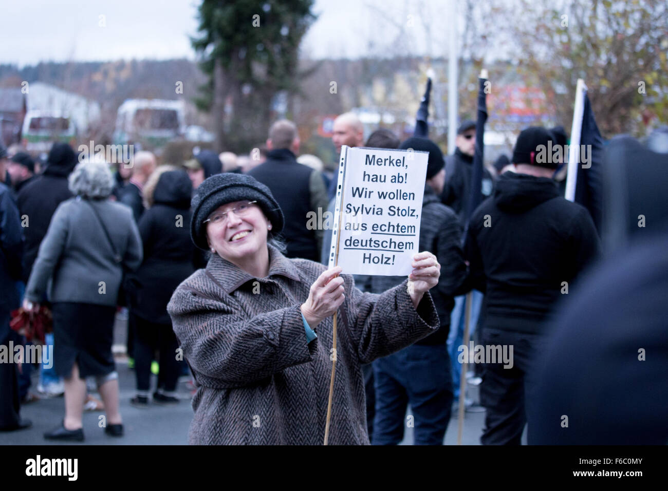 """An old lady that first showed up at the antifacist counter-demonstration demands """"SylviaStolz"""" - holocaust denier Stock Photo"""