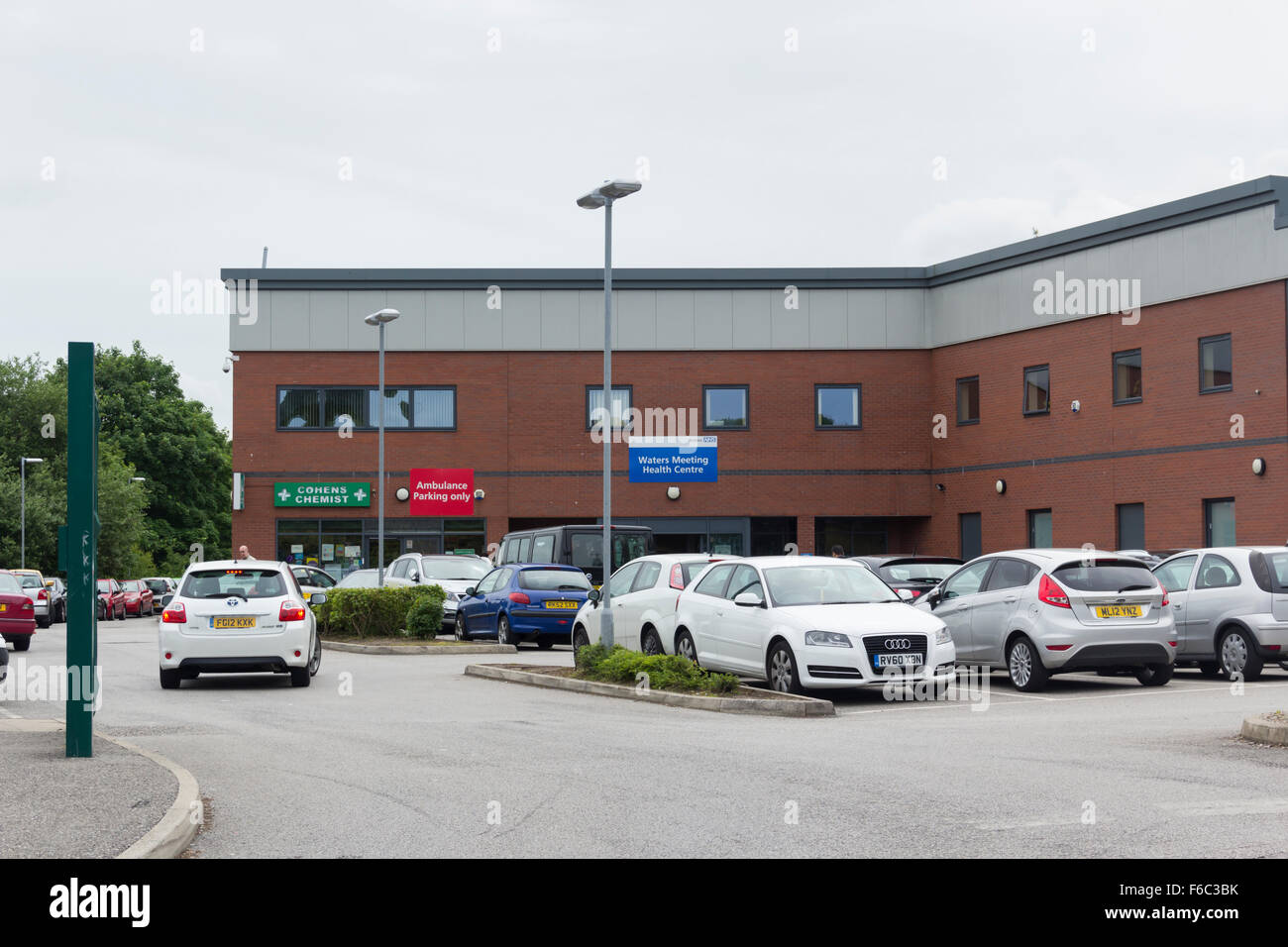 Waters Meeting Health Centre, Astley Bridge, Bolton. A National Health Service (NHS) GP surgery and community health - Stock Image