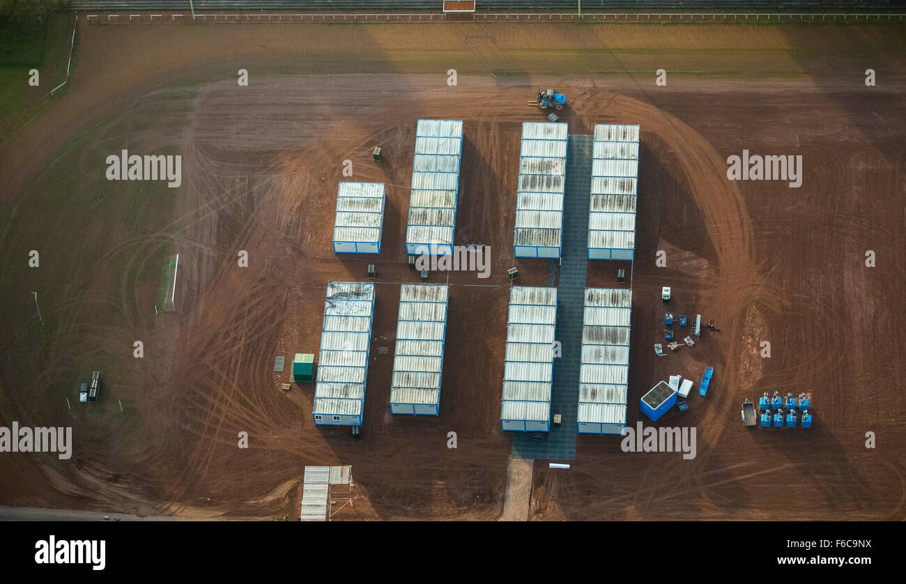 Construction of refugee containers on the sports field at the Enfieldstraße, Gladbeck, Ruhrgebiet, North Rhine - Stock Image