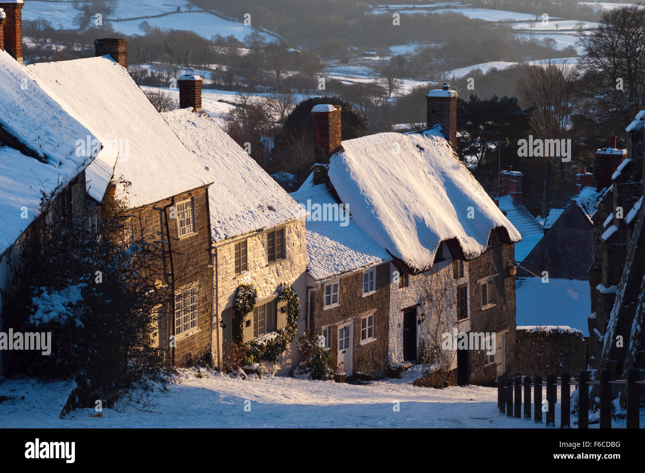 View of Gold Hill at Shaftesbury in Dorset in the late afternoon, coated in snow during a prolonged spell of cold - Stock Image