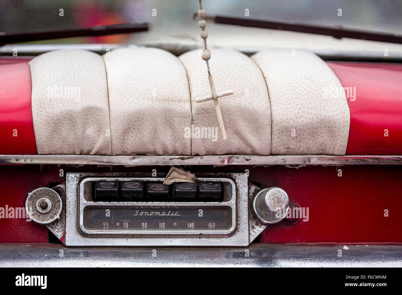 Sonnomatic old car radio in the dashboard of an old Buick road cruiser, vintage cars on the streets, age American, - Stock Image