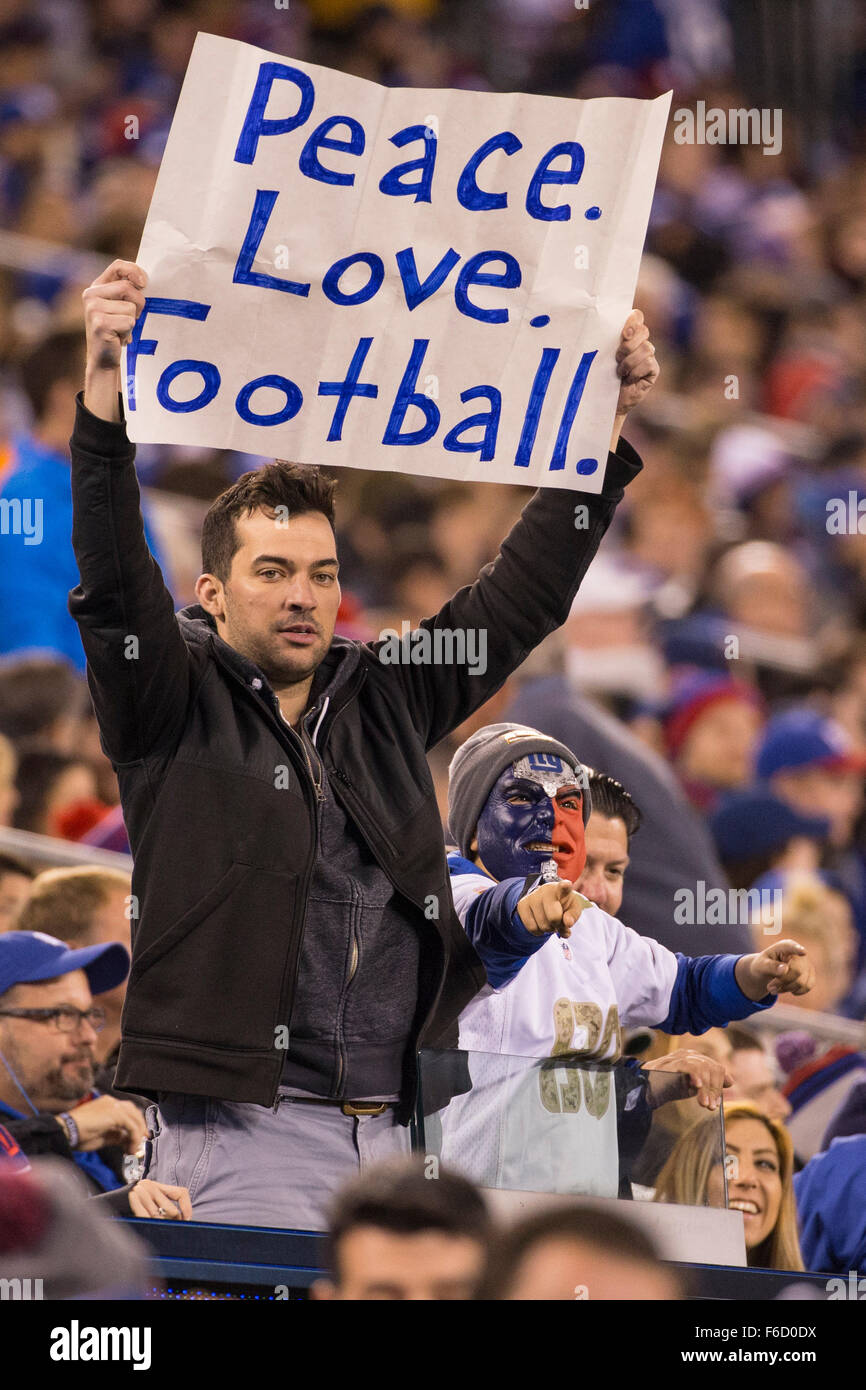 East Rutherford, New Jersey, USA. 15th Nov, 2015. Fan with a sign for Peace during the NFL game between the New - Stock Image
