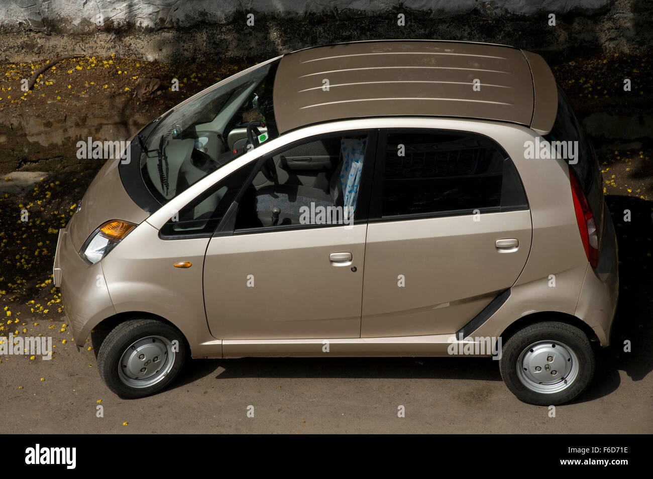 Tata Nano Car Stock Photos & Tata Nano Car Stock Images