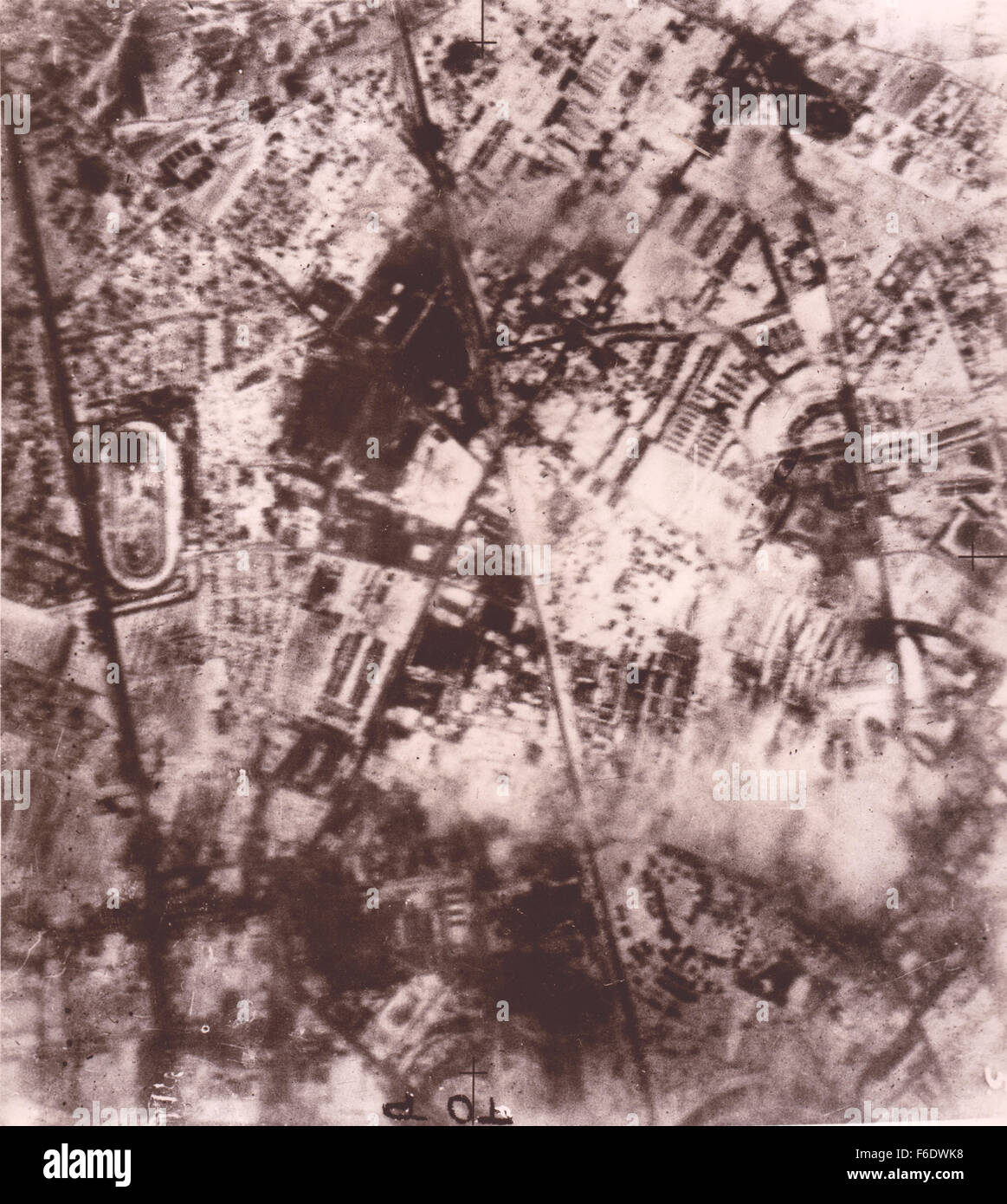 724 German, Berlin. A night attack 17/1/1943.RAF bombers hit the Daimler Benz works at the Marienfelds industrial Stock Photo