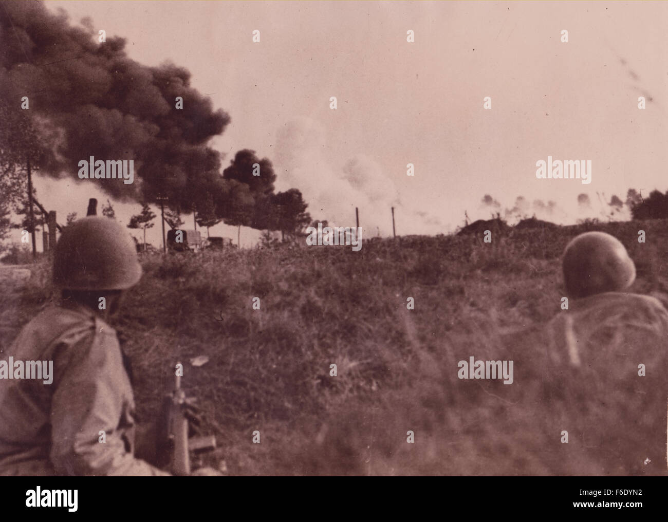 738. Russian front WW2 Ukraine.Troops seek shelter from German attack Stock Photo