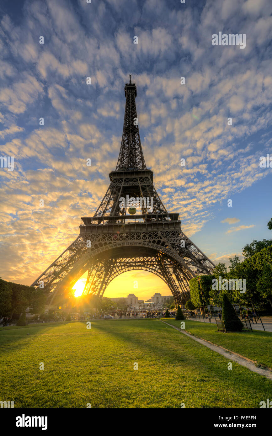 Sunset behind Eiffel Tower, Champ de Mars, Paris, Ile-de-France, France - Stock Image