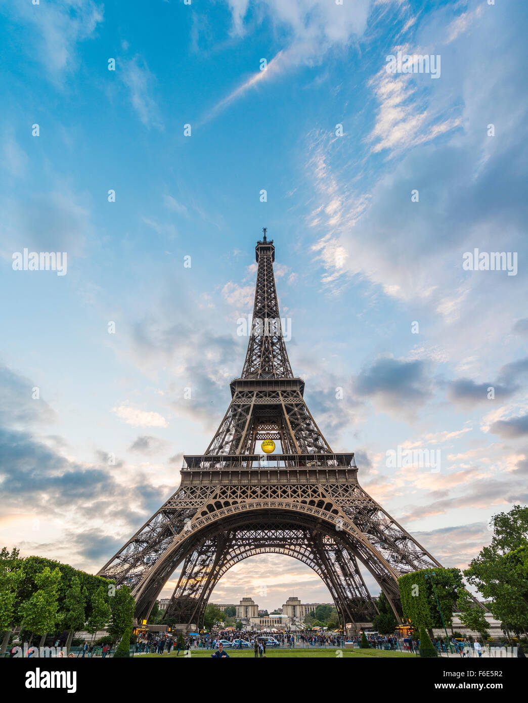 Evening mood, Eiffel Tower, Champ de Mars, Paris, Ile-de-France, France - Stock Image