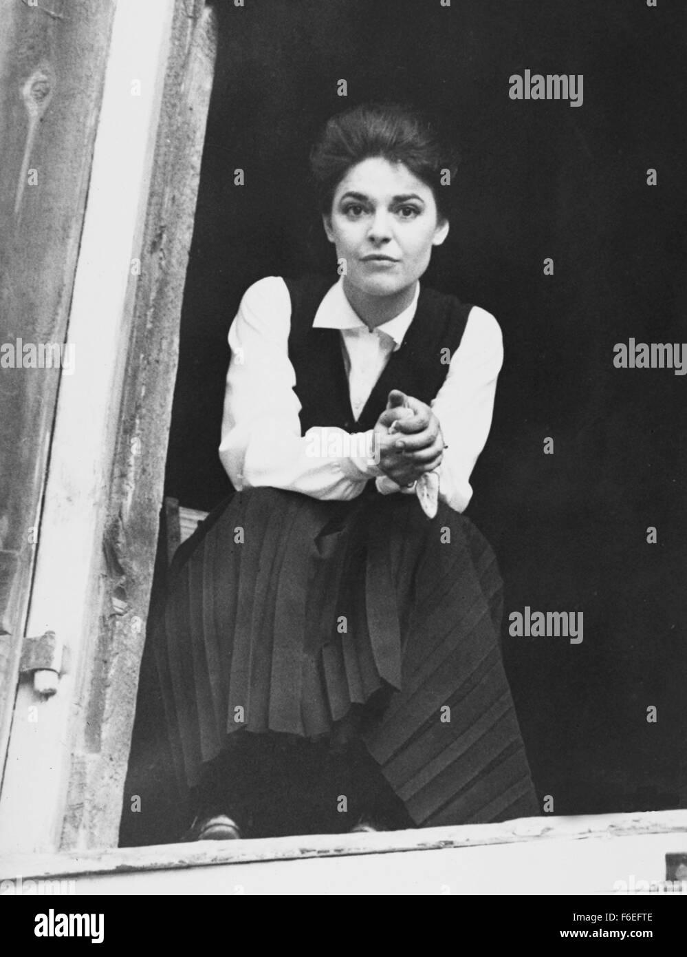 Jan 15, 1962; USA; RELEASE DATE: 1962. DIRECTOR: Arthur Penn. STUDIO: MGM. PLOT: Young Helen Keller, blind, deaf, - Stock Image