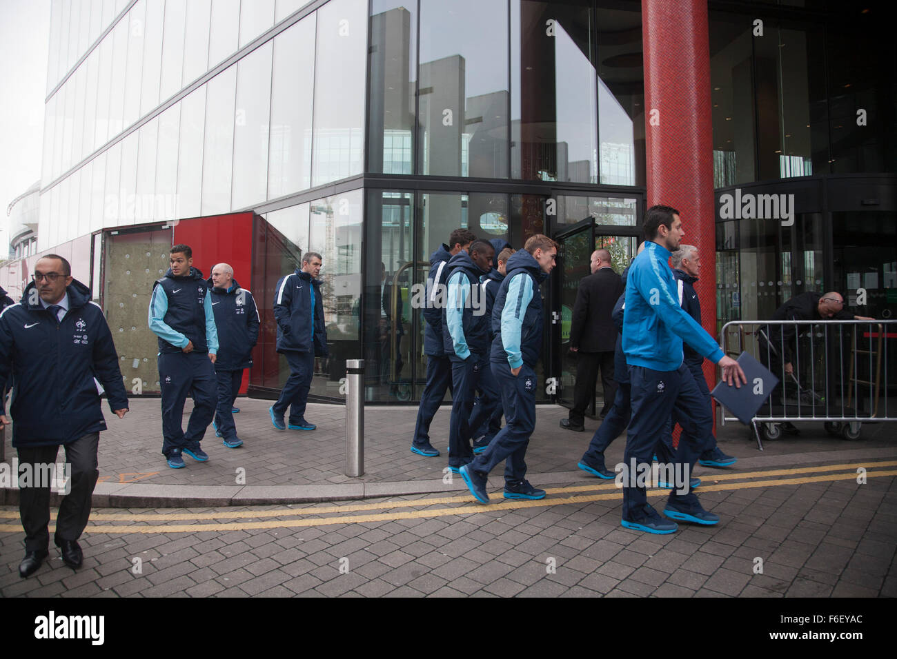 Wembley, London, UK. 17th November, 2015. Members of the French national team stroll around Wembley ahead of the - Stock Image