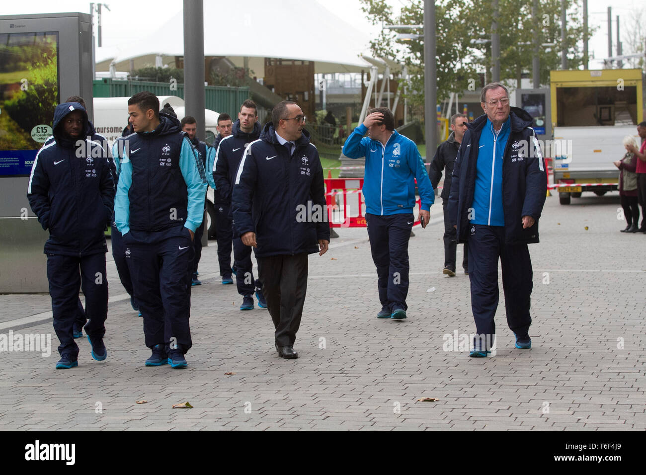 Wembley, London, UK. 17th November, 2015. Members of the French national team stoll around Wembley ahead of the - Stock Image