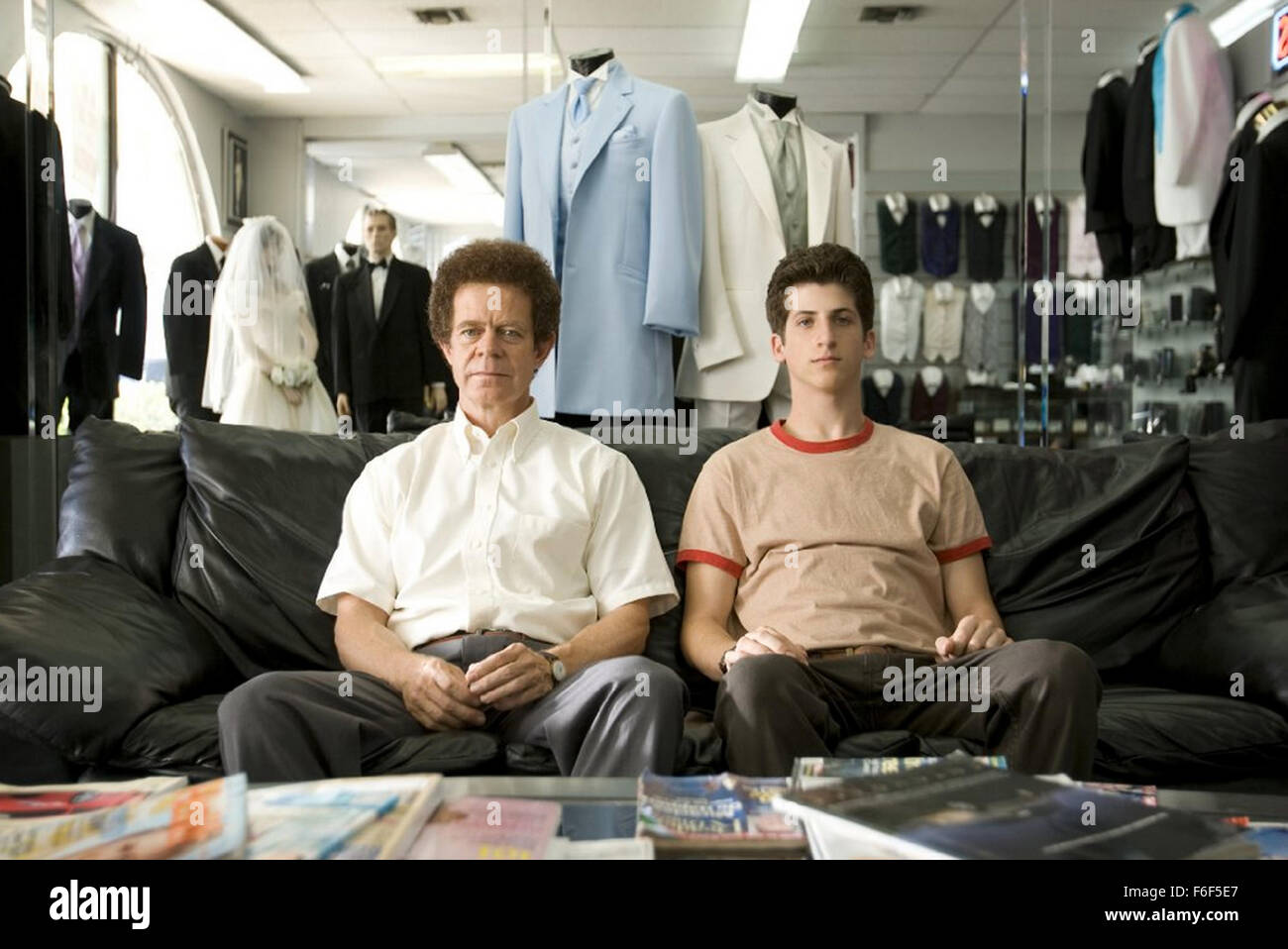 BART GOT A ROOM 2008 Basra Entertainment film with William Macy at left and Steven Kaplan - Stock Image