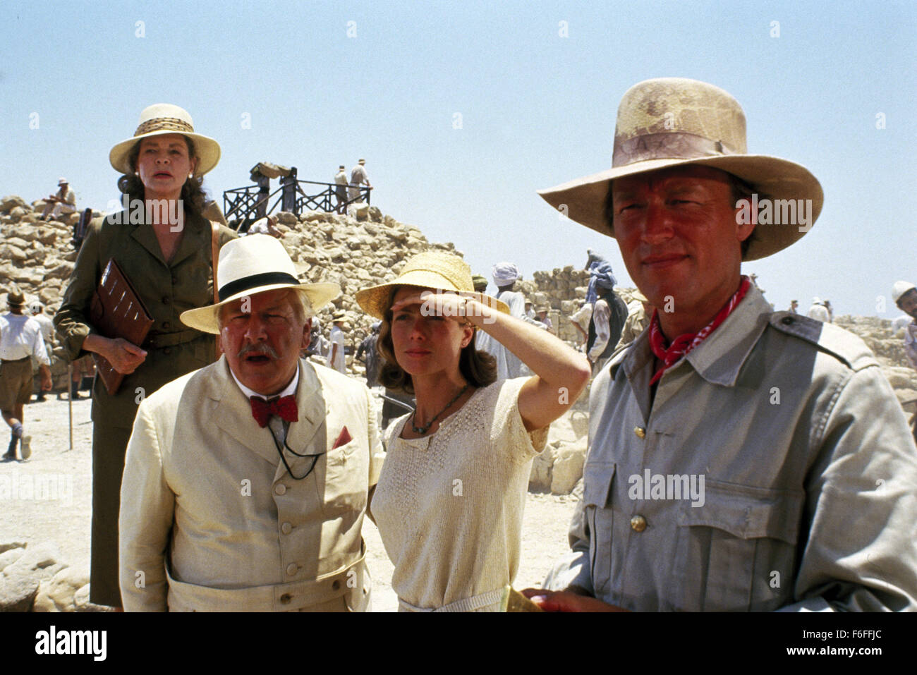 Apr 15, 1988; Jerusalem, ISRAEL; PETER USTINOV (left) as Hercule Poirot in the crime mystery film ''Appointment - Stock Image