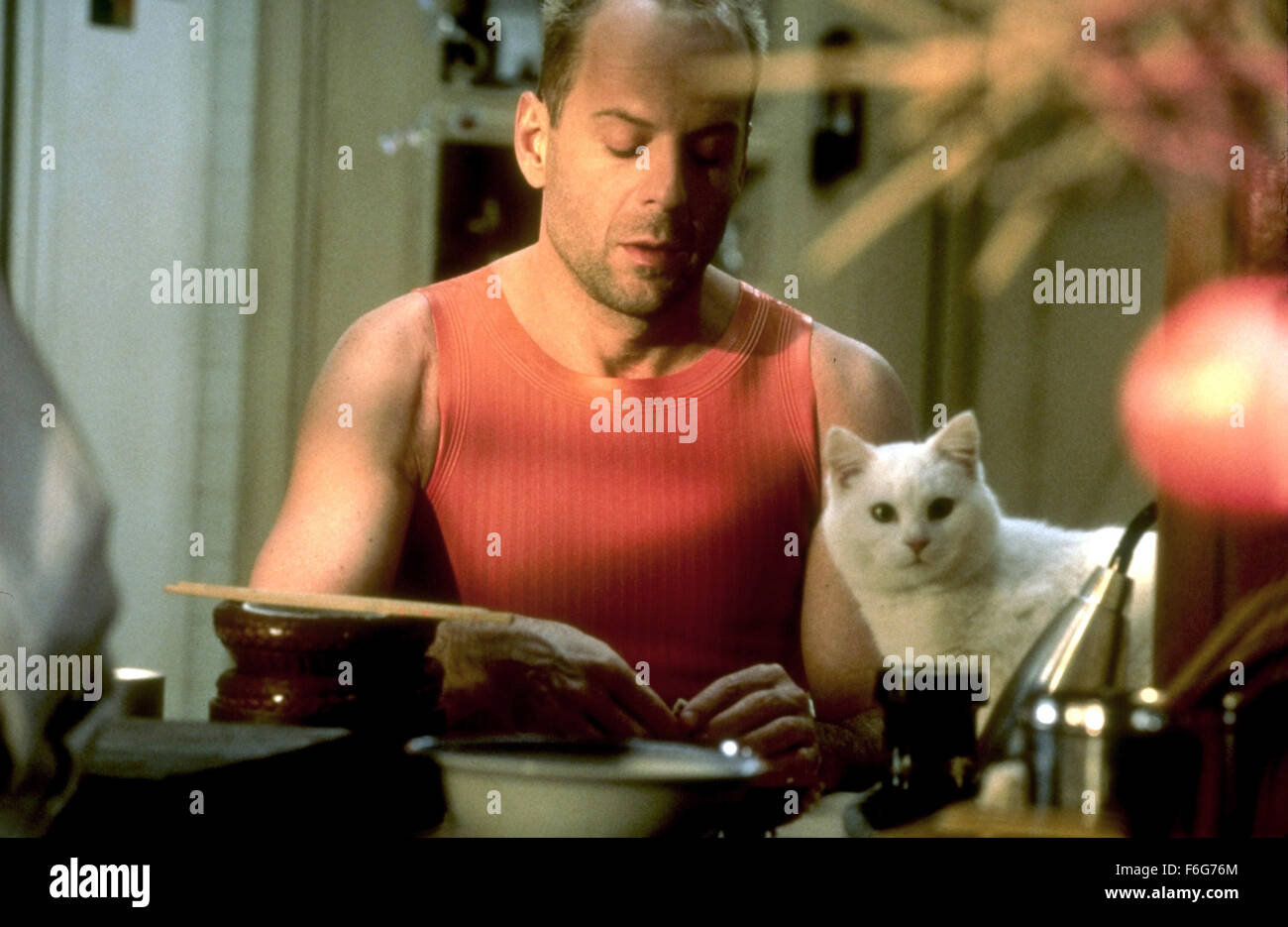 May 07, 1997; Paris, FRANCE; BRUCE WILLIS as Major Korben Dallas in the action, sci-fi, romantic, drama ''The - Stock Image