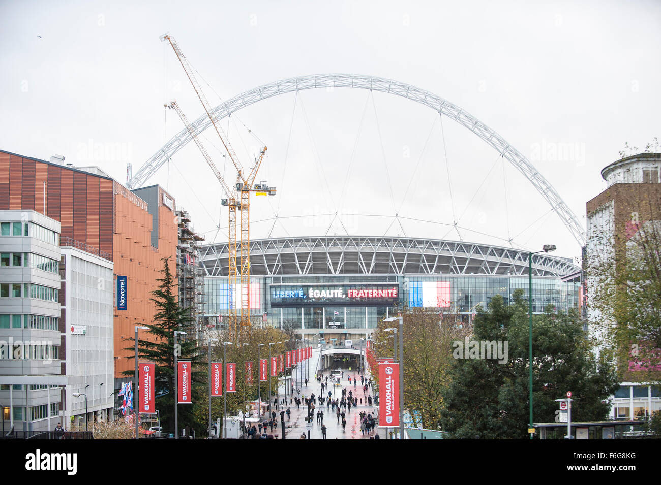 London, UK.  17 November 2015.  Crowds start arriving at Wembley Stadium ahead of the football friendly between - Stock Image
